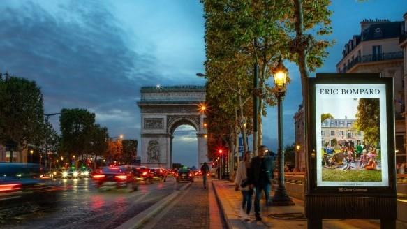 CLEAR CHANNEL : ERIC BOMPARD INVESTIT LA NOUVELLE OFFRE DE MUI À PARIS