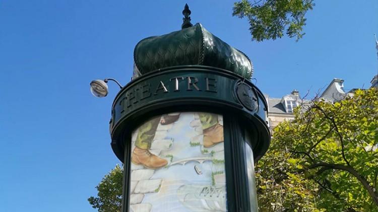 Paris : des œuvres des étudiants des Beaux-Arts sur des colonnes Morris
