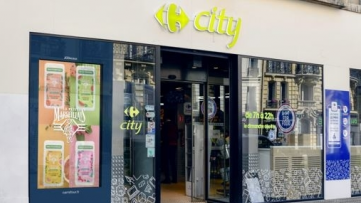 Les écrans DOOH de JCDecaux s'étendent dans les enseignes de proximité de Carrefour
