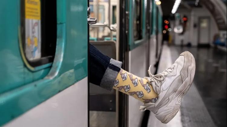 """La RATP commercialise des chaussettes à l'effigie de sa mascotte """"Serge le Lapin"""""""